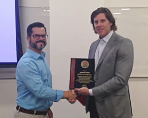 David Pavel, President, Welling & Company, and current IADC UBO/MPD Chairman presents Martin Culen, General Manager, Blade Energy Partners, with a plaque in appreciation of his service as 2014 chairman of the MPD/UBO committee.