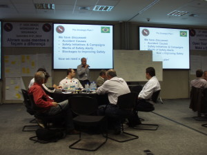 Hugh Oliver leads a discussion at the first IADC Brazil Chapter Safety Workshop